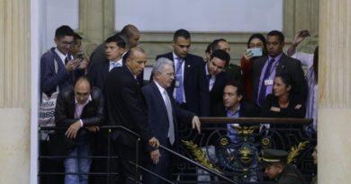Lanzan ratones en el senado contra la bancada del Centro Democrático