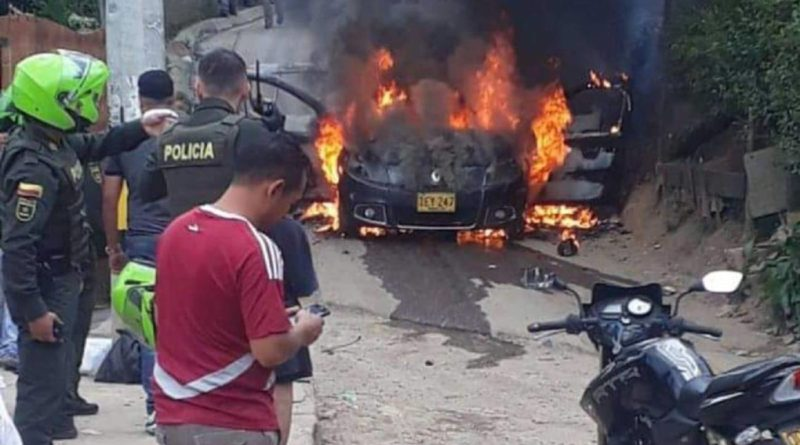 VIDEO- Vehículo fue incinerado y baleado en Itagui -IMÁGENES FUERTES