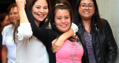 ¡Inocente! Mujer que dio a luz a bebé muerto en El Salvador