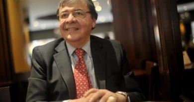 Carlos Holmes Trujillo es el nuevo ministro de Defensa