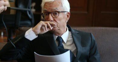 Senado tumba el debate de moción de censura contra Holmes Trujillo