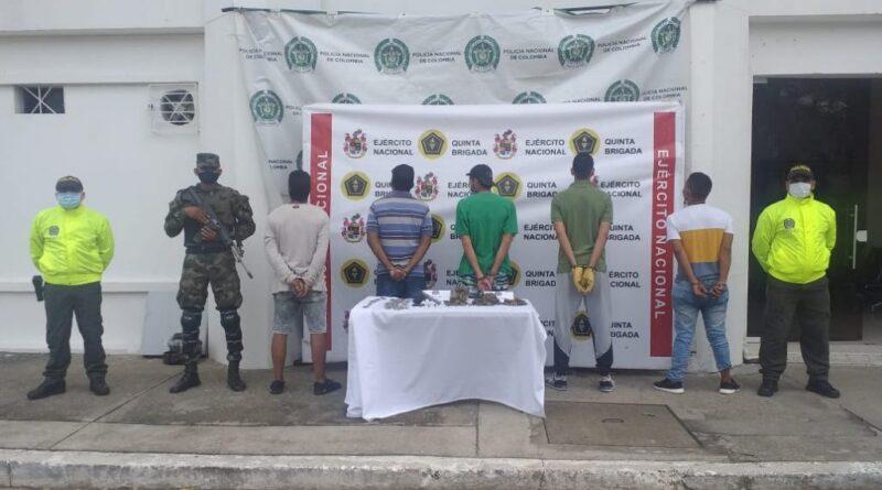 5 personas fueron capturadas por su presunta responsabilidad en los delitos de fabricación, tráfico y porte deestupefacientes; fabricación, tráfico o porte de armas de fuego y destinación ilícita de bien inmueble o mueble